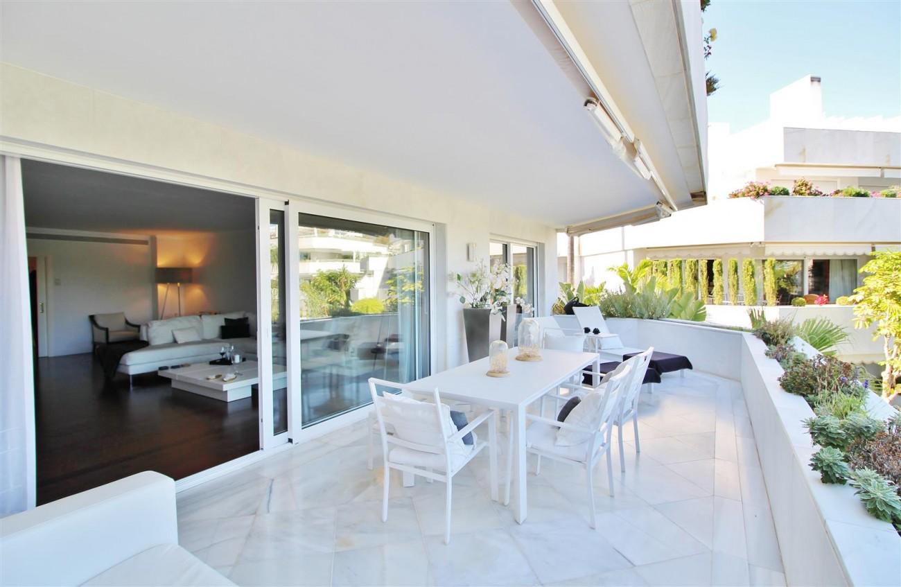 Frontline Golf Luxury Apartment for sale Nueva Andalucia Marbella Spain (16) (Large)