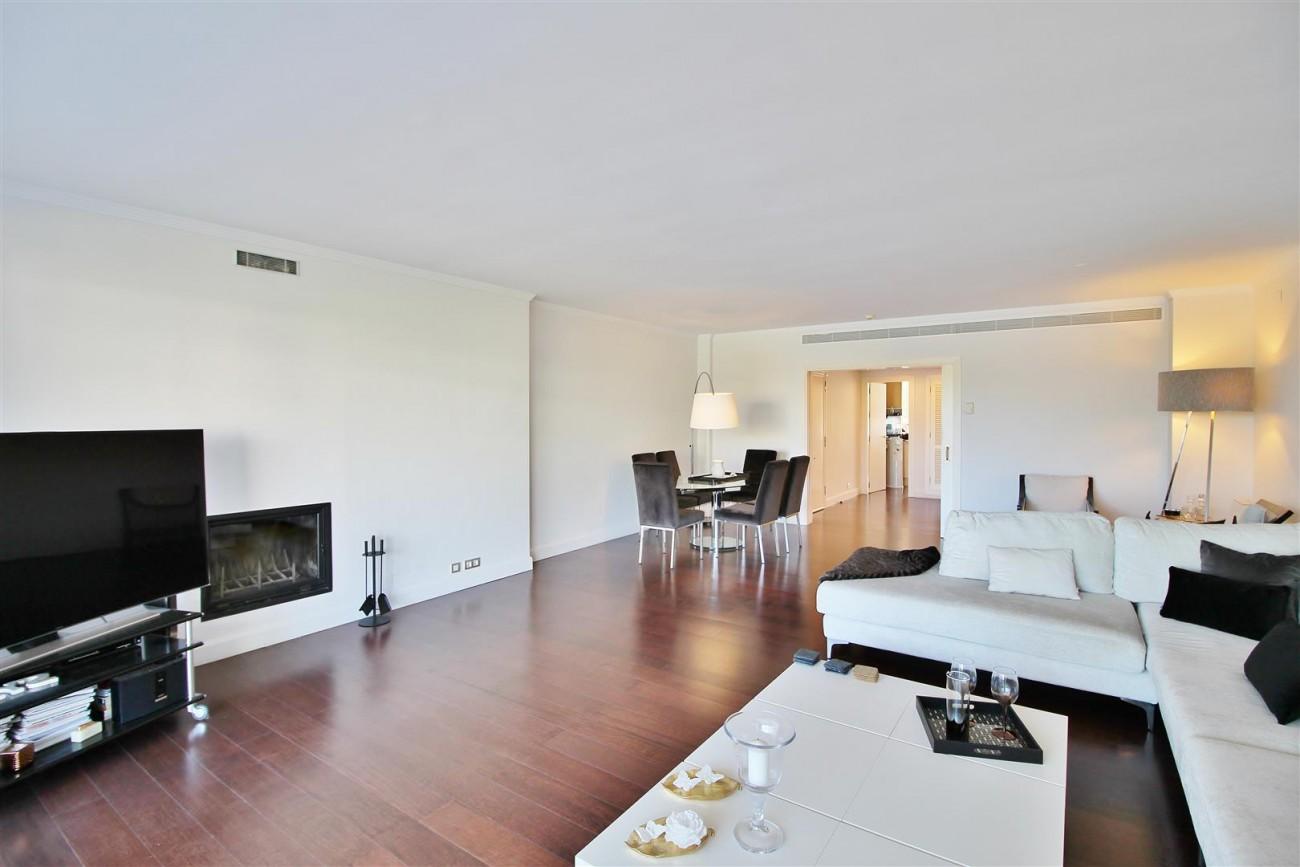 Frontline Golf Luxury Apartment for sale Nueva Andalucia Marbella Spain (17) (Large)