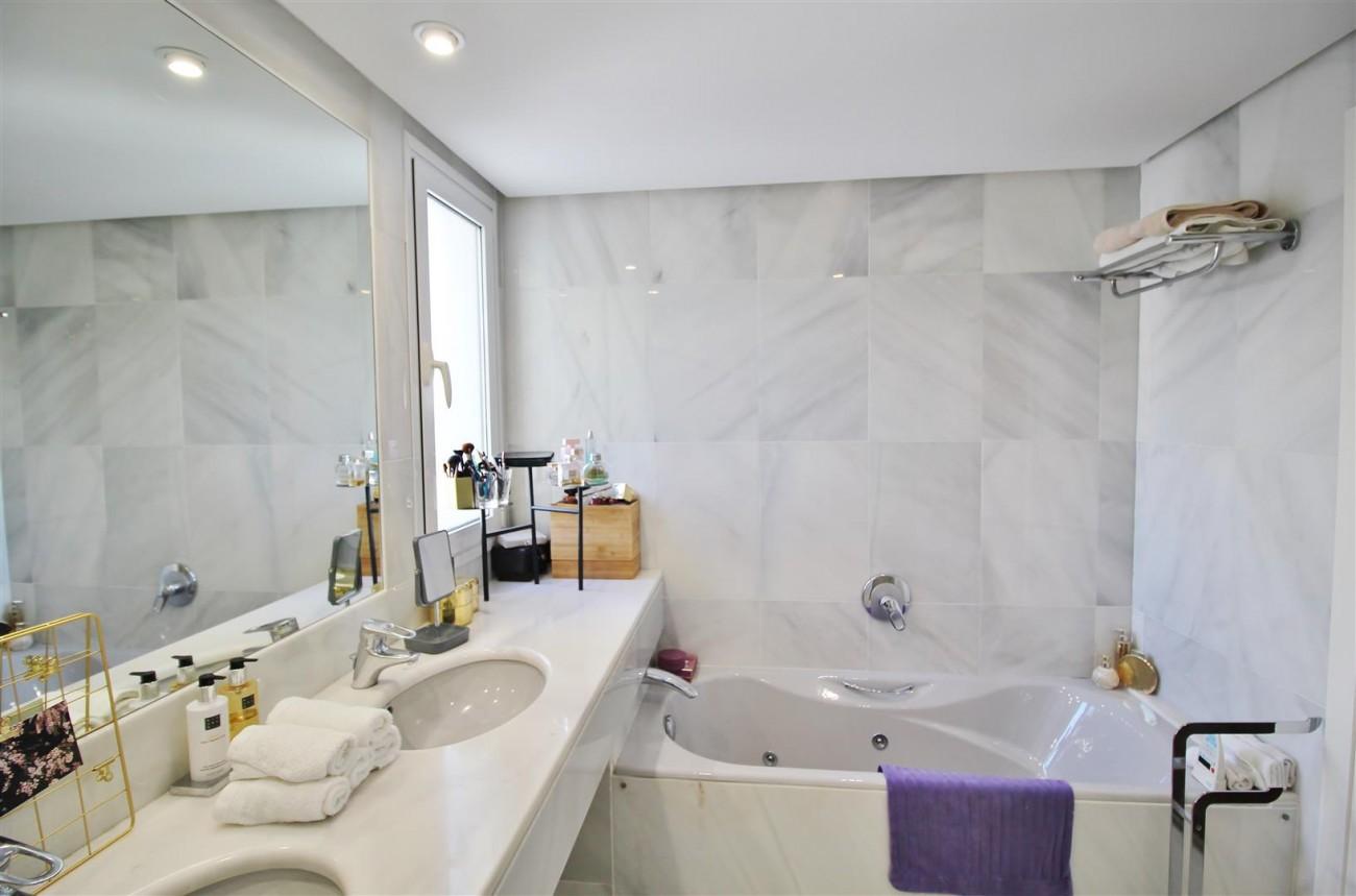 Frontline Golf Luxury Apartment for sale Nueva Andalucia Marbella Spain (19) (Large)