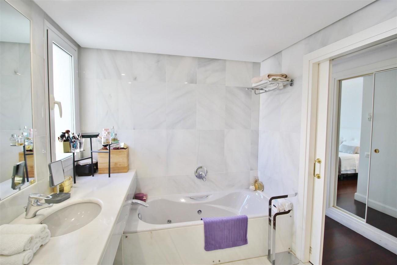 Frontline Golf Luxury Apartment for sale Nueva Andalucia Marbella Spain (20) (Large)