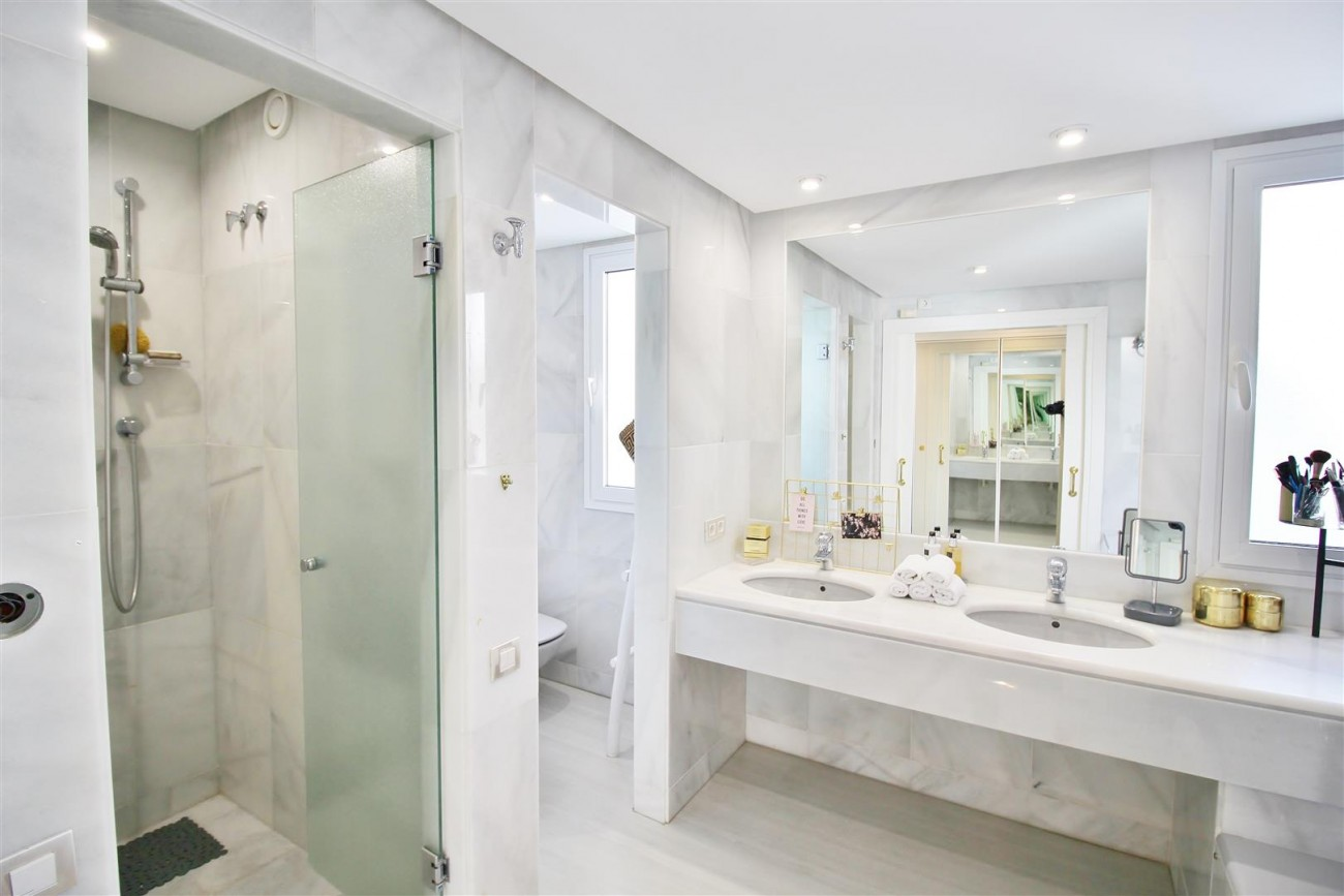 Frontline Golf Luxury Apartment for sale Nueva Andalucia Marbella Spain (22) (Large)