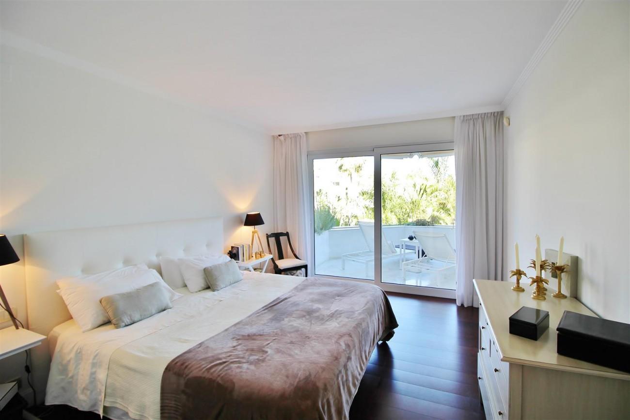 Frontline Golf Luxury Apartment for sale Nueva Andalucia Marbella Spain (23) (Large)
