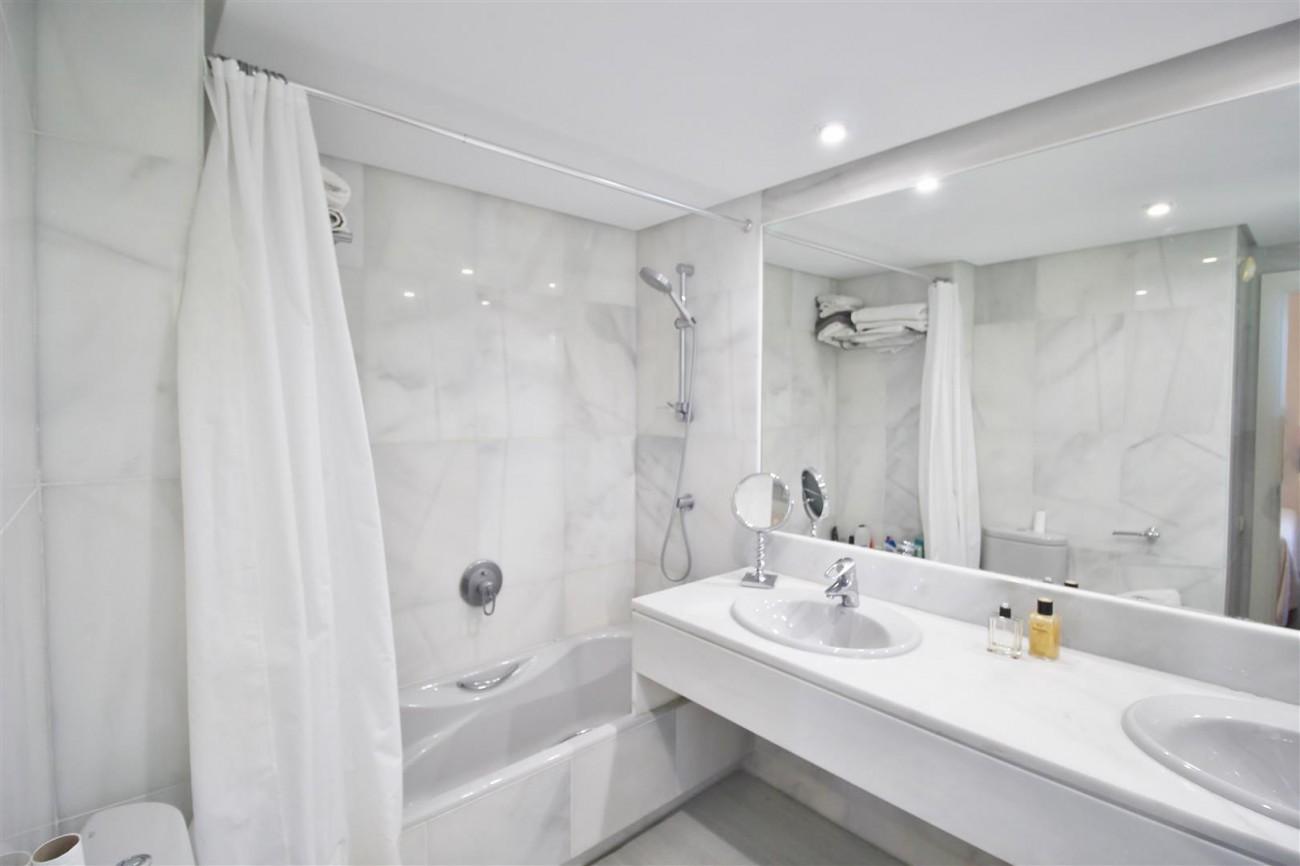 Frontline Golf Luxury Apartment for sale Nueva Andalucia Marbella Spain (25) (Large)