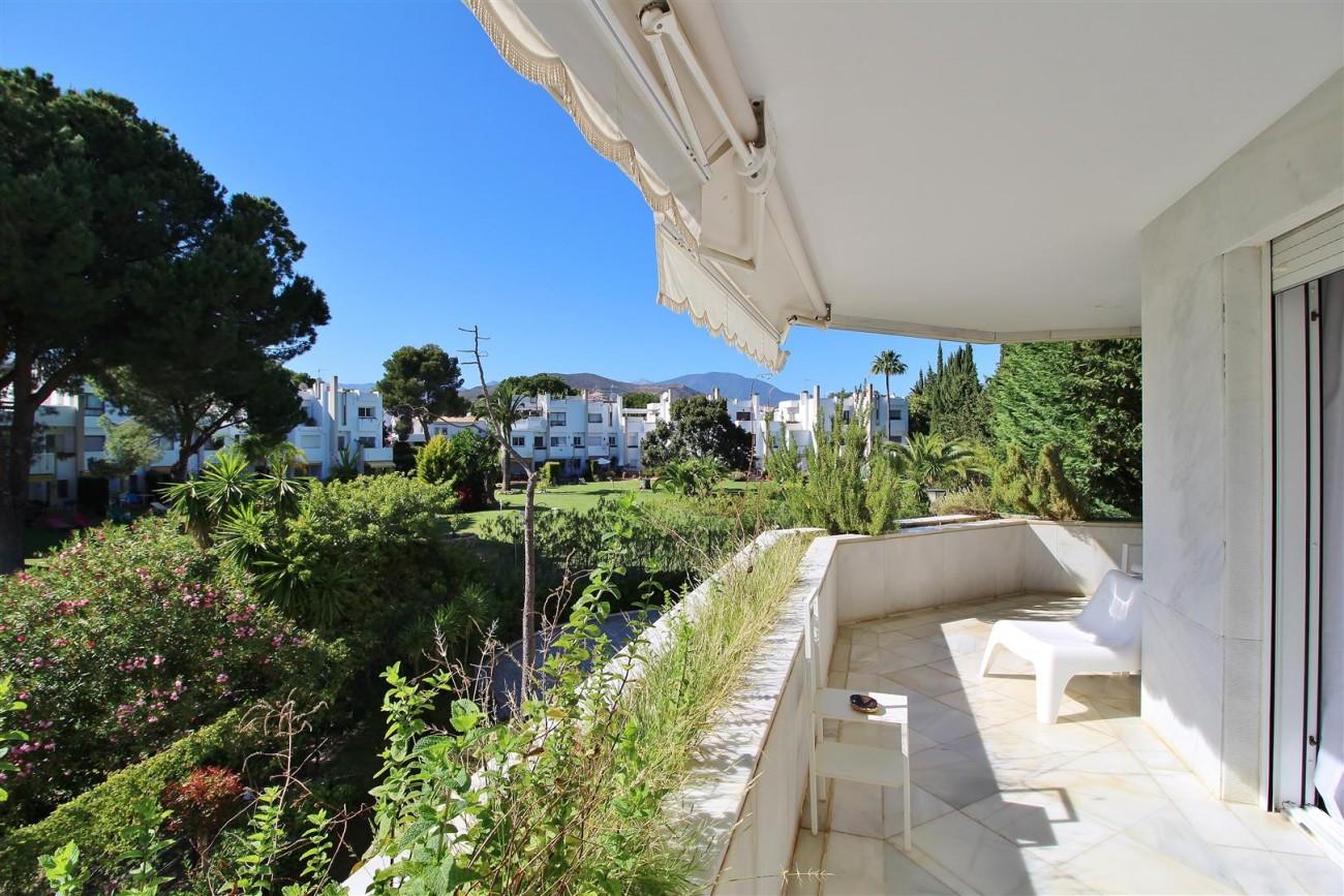 Frontline Golf Luxury Apartment for sale Nueva Andalucia Marbella Spain (31) (Large)