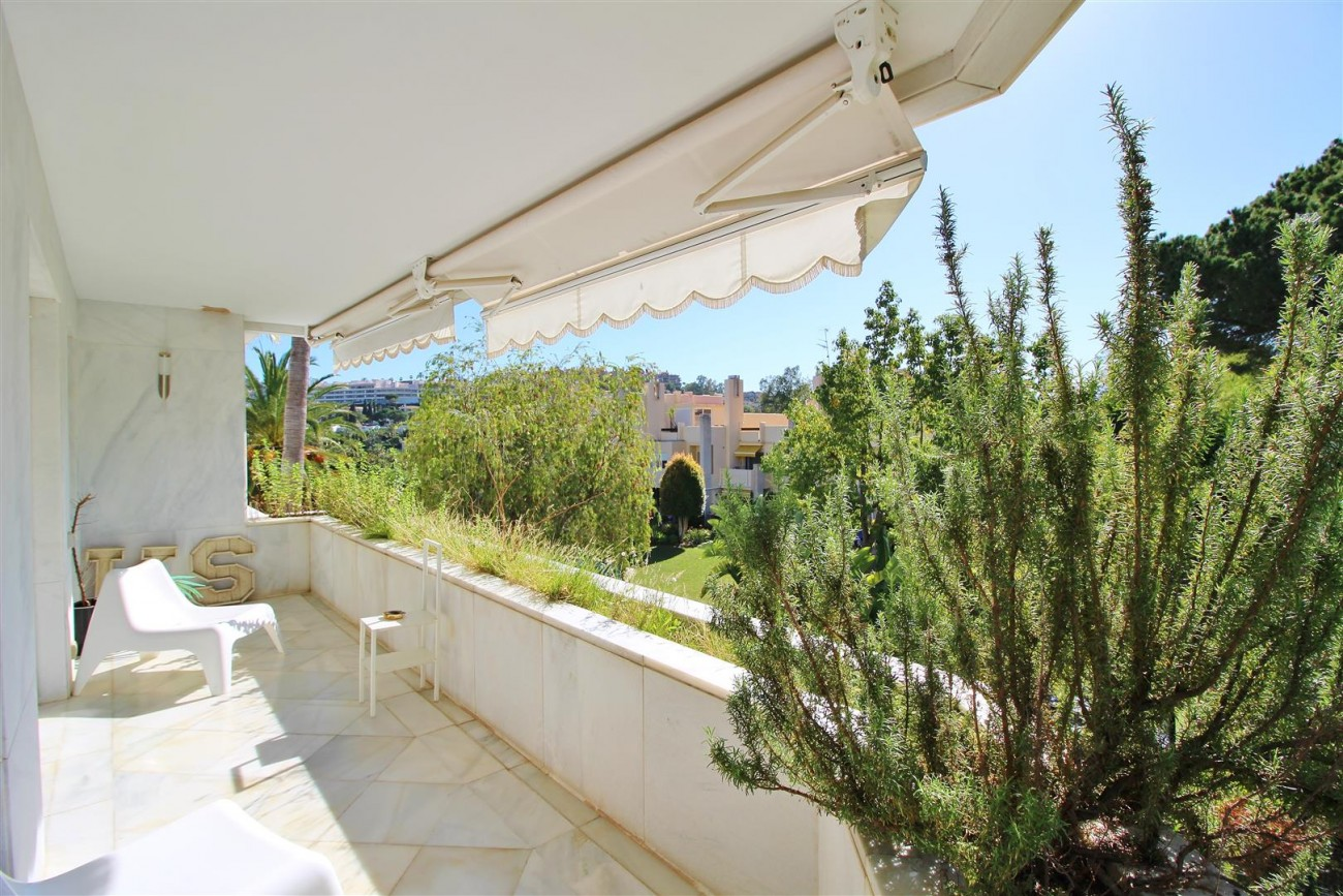 Frontline Golf Luxury Apartment for sale Nueva Andalucia Marbella Spain (32) (Large)