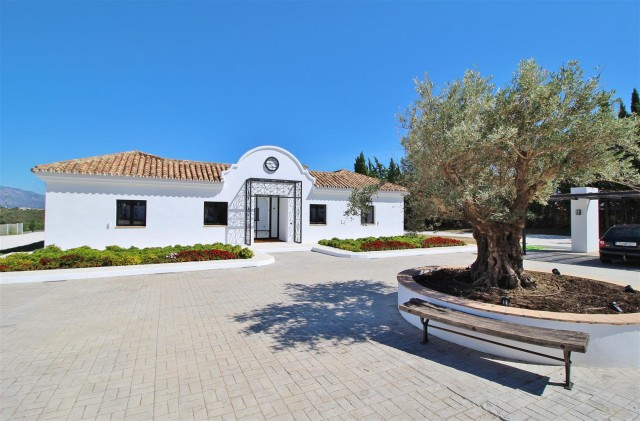 Villa for Sale - 2.500.000€ - Estepona, Costa del Sol - Ref: 5963