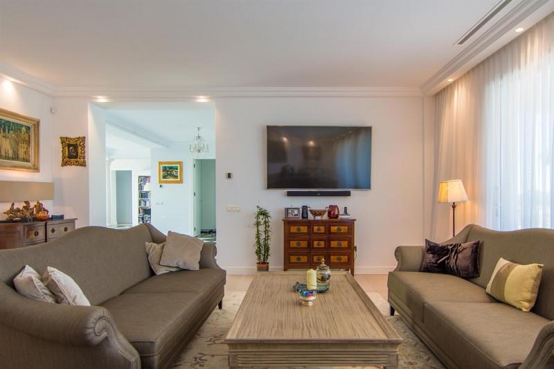 Luxury Villa for sale Marbella Golden Mile Spain (40) (Large)