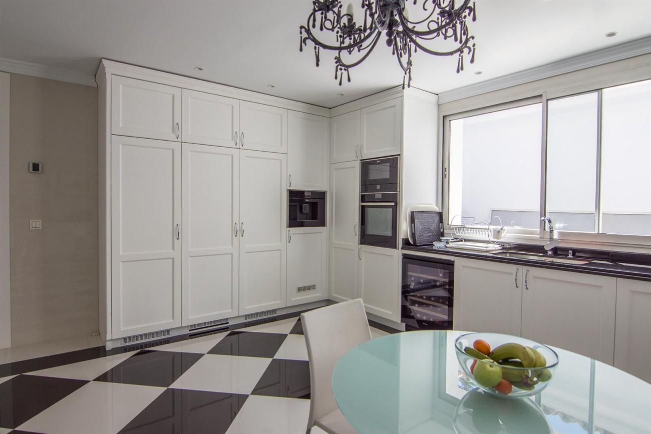 Luxury Villa for sale Marbella Golden Mile Spain (26) (Large)