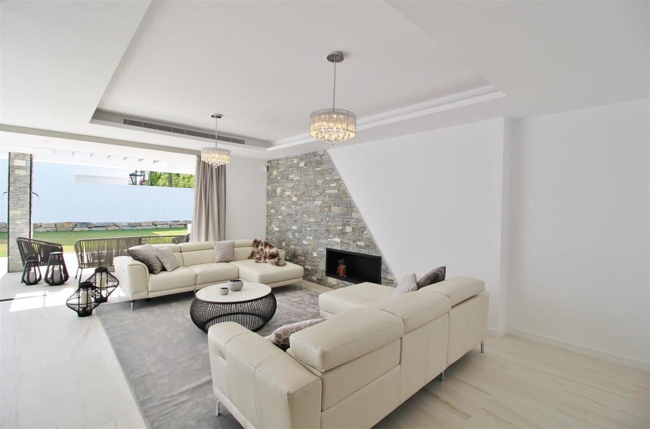 Contemporary villa for sale San Pedro Marbella Spain (25) (Large)