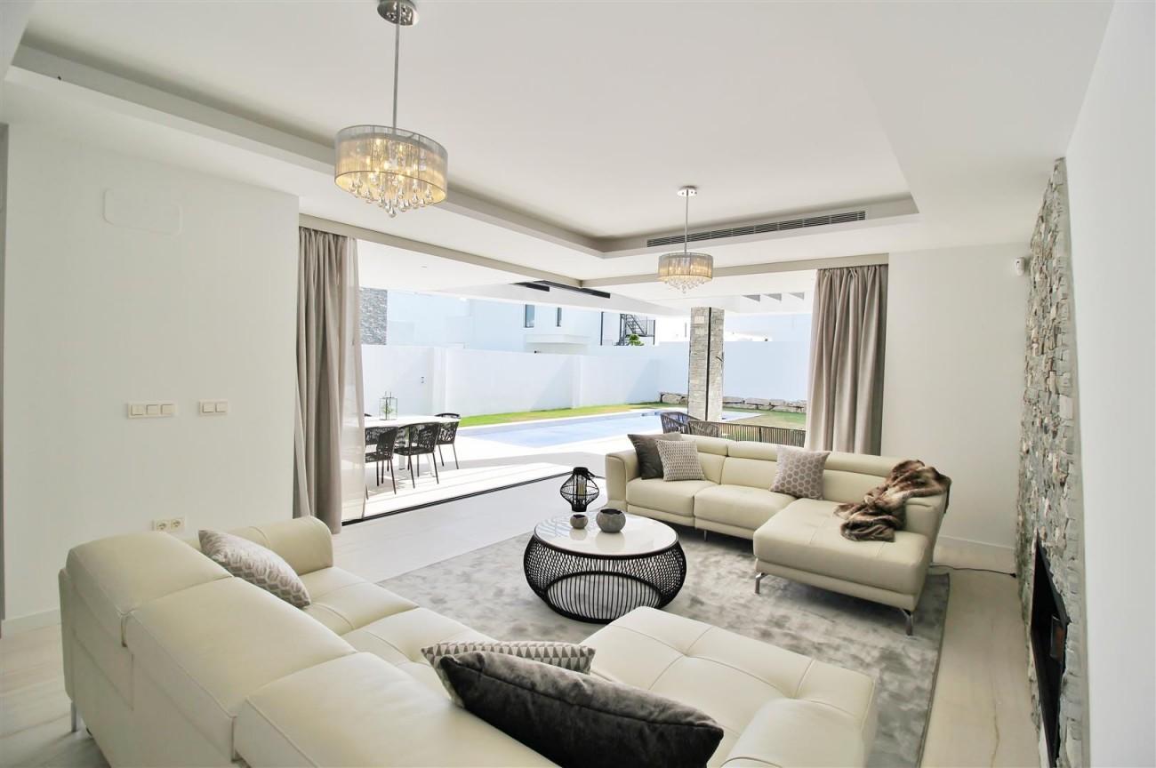 Contemporary villa for sale San Pedro Marbella Spain (26) (Large)