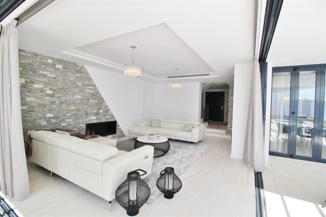 Contemporary villa for sale San Pedro Marbella Spain (27) (Large)