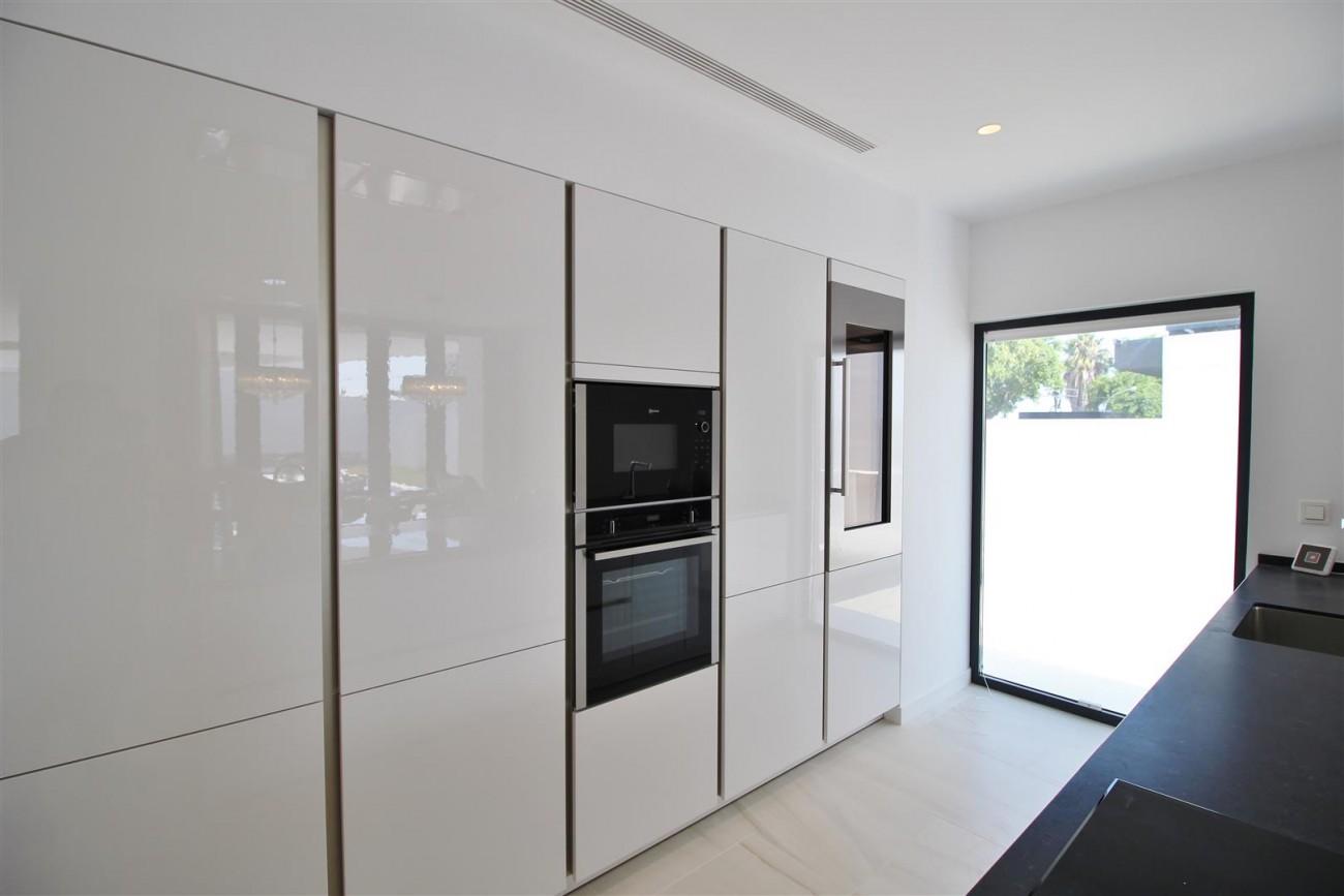 Contemporary villa for sale San Pedro Marbella Spain (24) (Large)