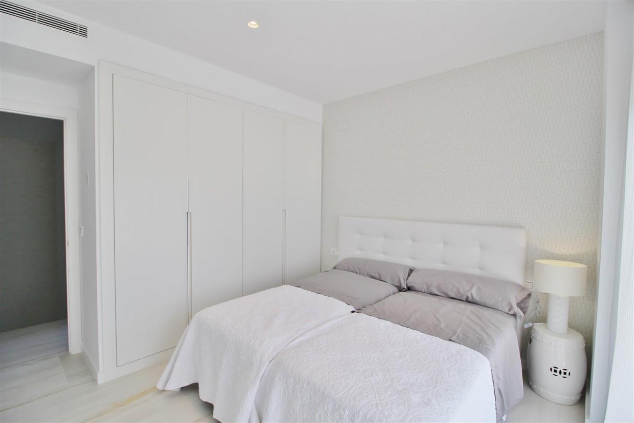 Contemporary villa for sale San Pedro Marbella Spain (35) (Large)