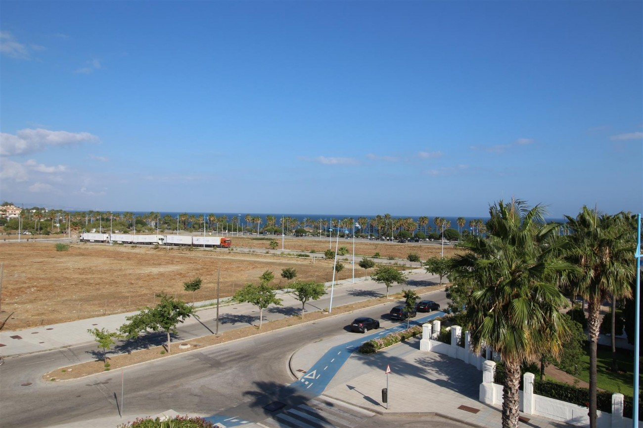Beachside Penthouse for sale San Pedro de Alcantara Marbella Spain (17) (Large)