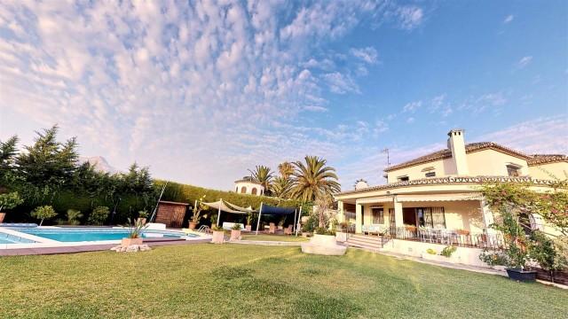 Villa for Sale - 1.500.000€ - Nueva Andalucía, Costa del Sol - Ref: 5970