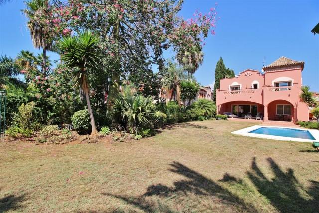 Villa for Sale - 1.750.000€ - Nueva Andalucía, Costa del Sol - Ref: 5972