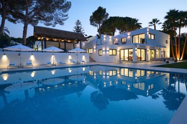 Villa for Sale - 2.995.000€ - Nueva Andalucía, Costa del Sol - Ref: 5973