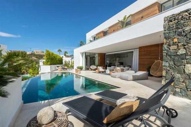 Villa for Sale - 3.190.000€ - La Quinta Golf, Costa del Sol - Ref: 5997