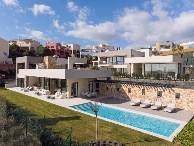 Villa for Sale - 2.995.000€ - Nueva Andalucía, Costa del Sol - Ref: 5998