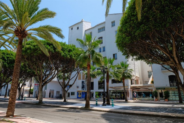 Apartment for Sale - 475.000€ - Puerto Banús, Costa del Sol - Ref: 6011