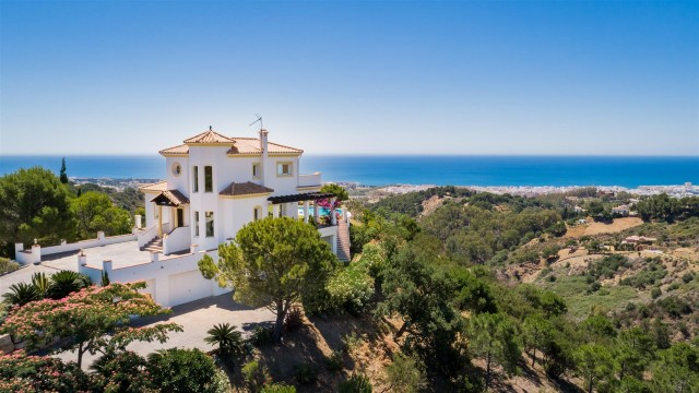 Villa for Sale - 1.295.000€ - Estepona, Costa del Sol - Ref: 6018