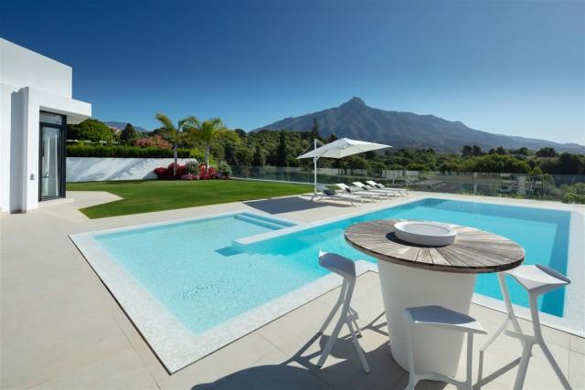 Villa for Sale - 3.495.000€ - Nueva Andalucía, Costa del Sol - Ref: 6024