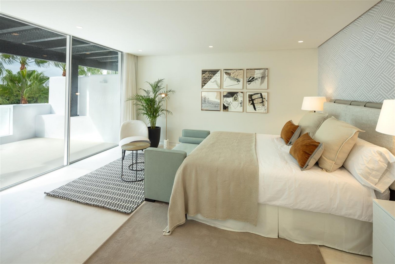 Exclusive Beachside Marbella Golden Mile Apartment (3) (Large)