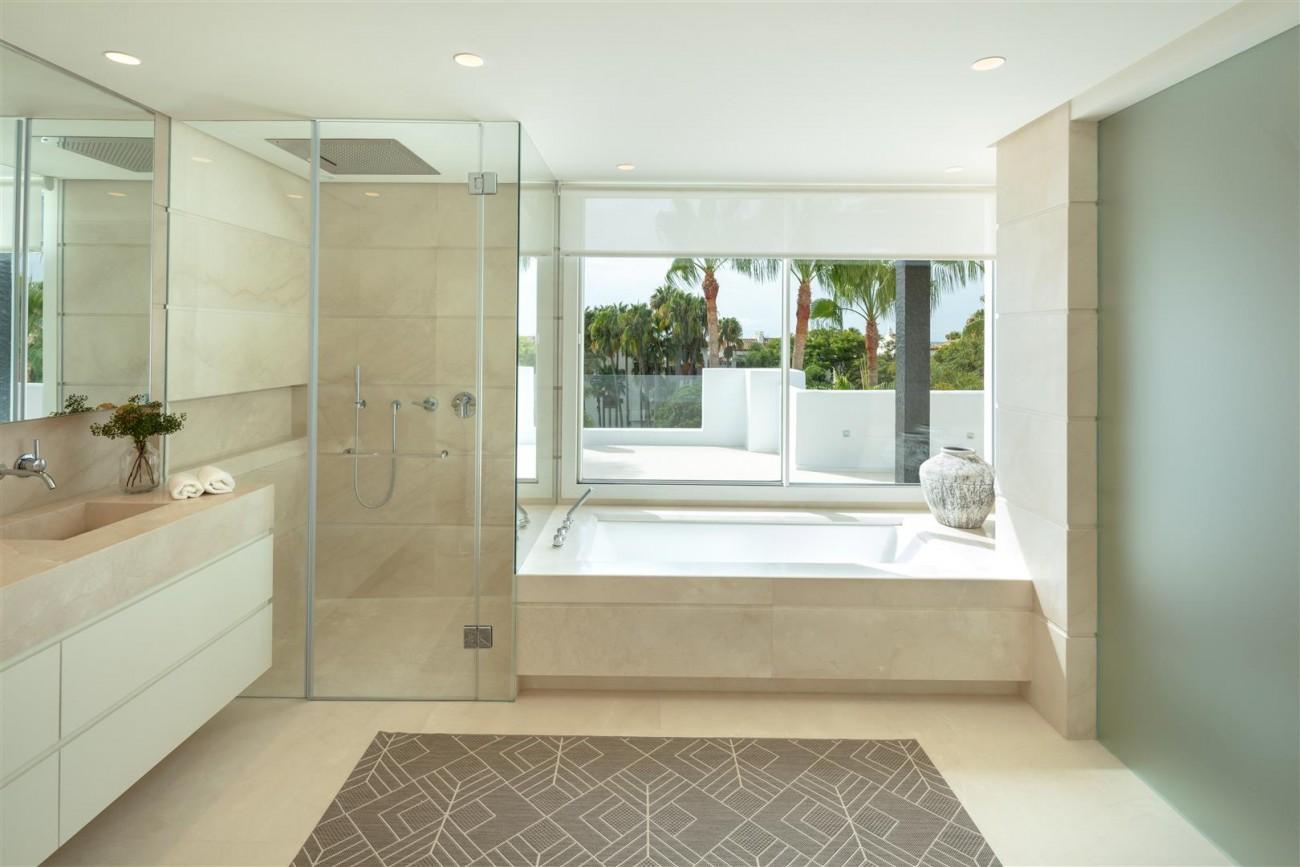 Exclusive Beachside Marbella Golden Mile Apartment (7) (Large)