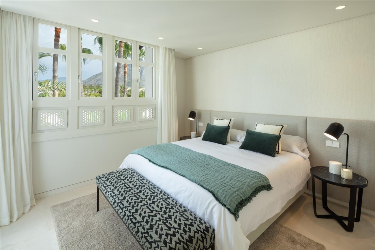 Exclusive Beachside Marbella Golden Mile Apartment (8) (Large)