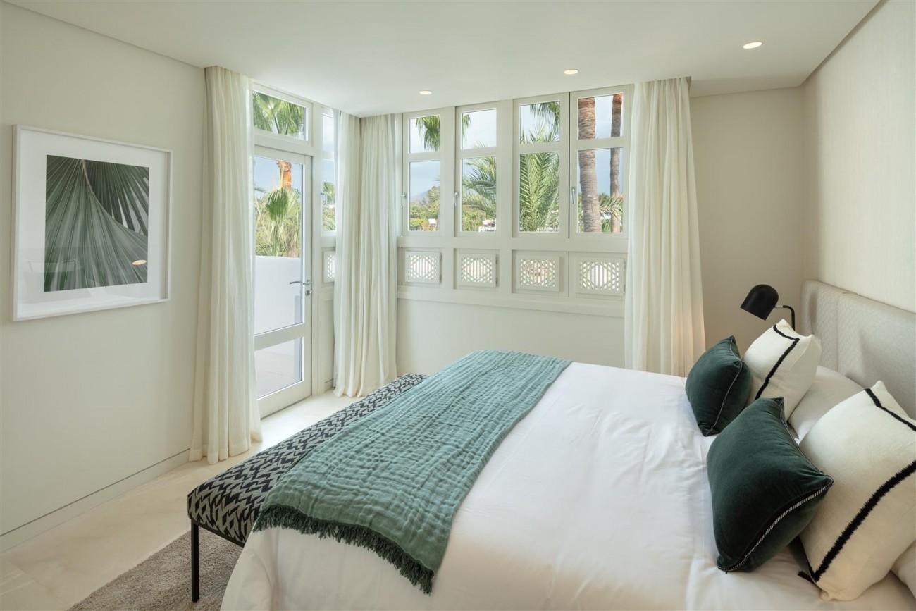 Exclusive Beachside Marbella Golden Mile Apartment (9) (Large)