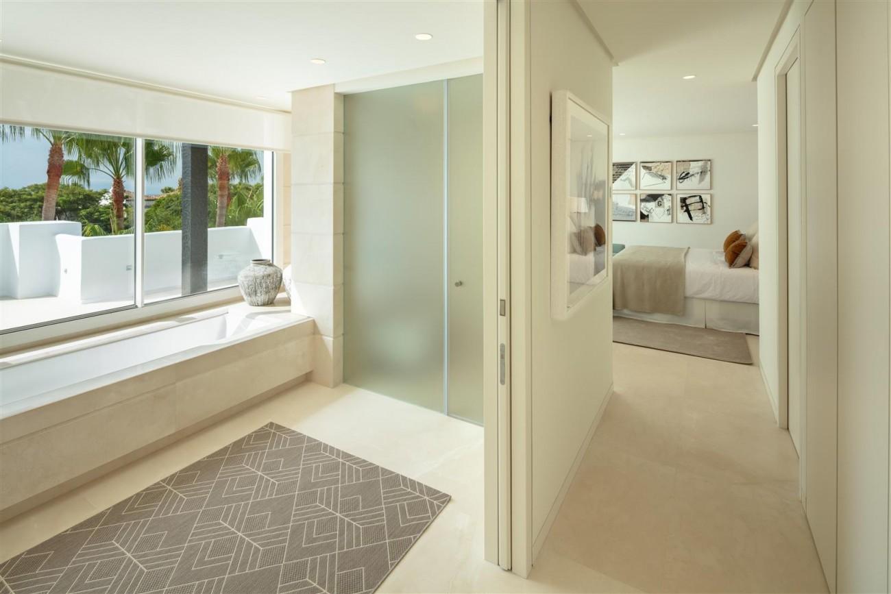 Exclusive Beachside Marbella Golden Mile Apartment (11) (Large)