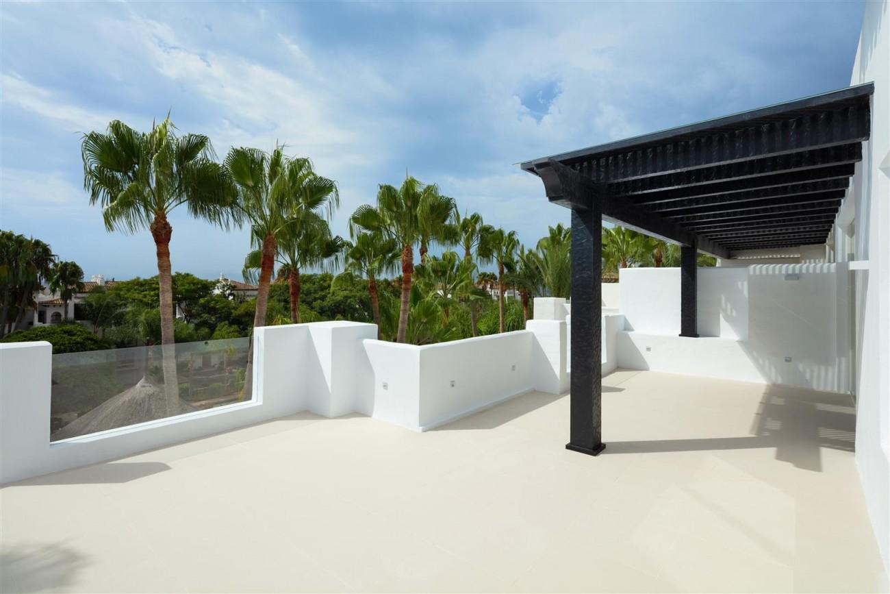 Exclusive Beachside Marbella Golden Mile Apartment (13) (Large)