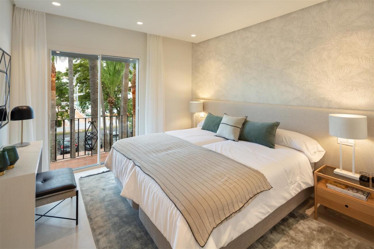 Exclusive Beachside Marbella Golden Mile Apartment (16) (Large)
