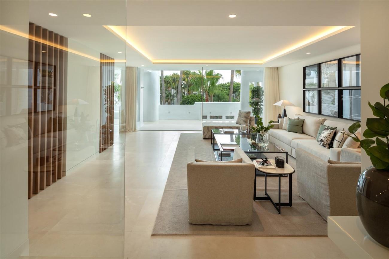 Exclusive Beachside Marbella Golden Mile Apartment (18) (Large)