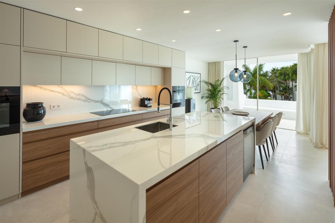 Exclusive Beachside Marbella Golden Mile Apartment (24) (Large)