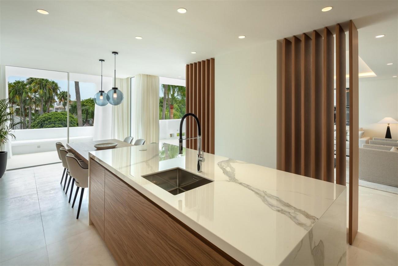 Exclusive Beachside Marbella Golden Mile Apartment (25) (Large)