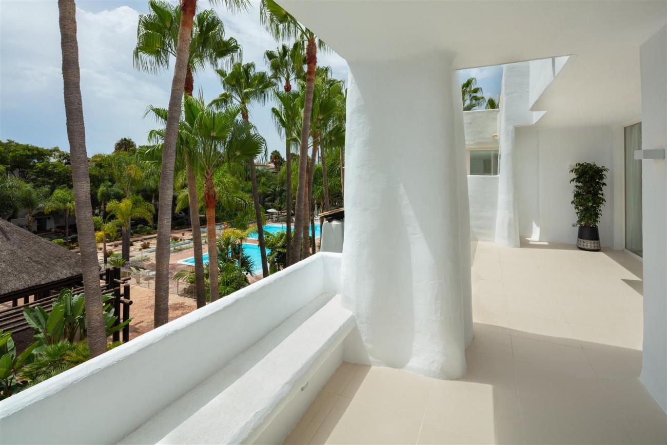 Exclusive Beachside Marbella Golden Mile Apartment (28) (Large)