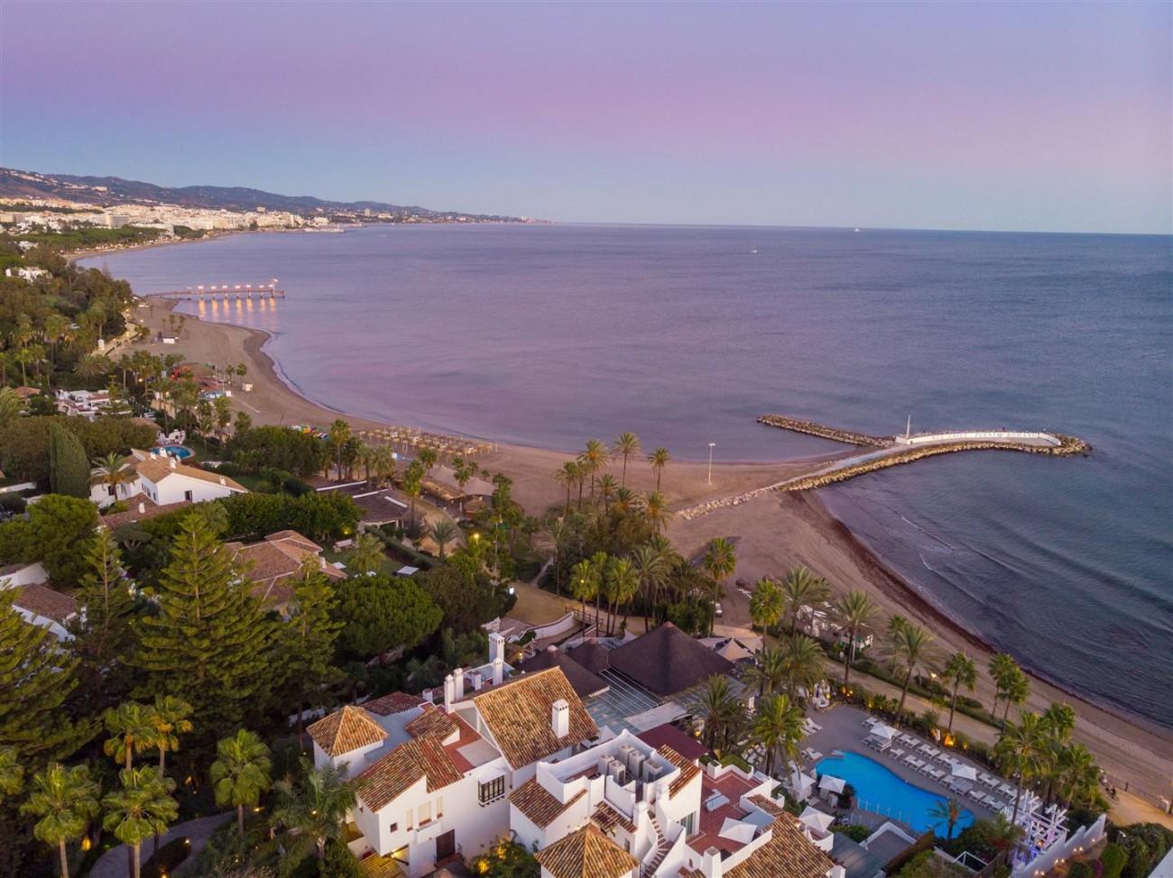 Exclusive Beachside Marbella Golden Mile Apartment (29) (Large)