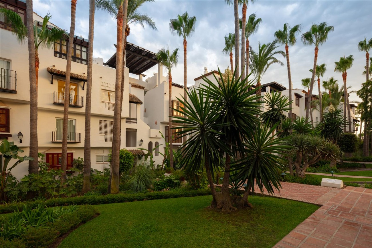Exclusive Beachside Marbella Golden Mile Apartment (30) (Large)