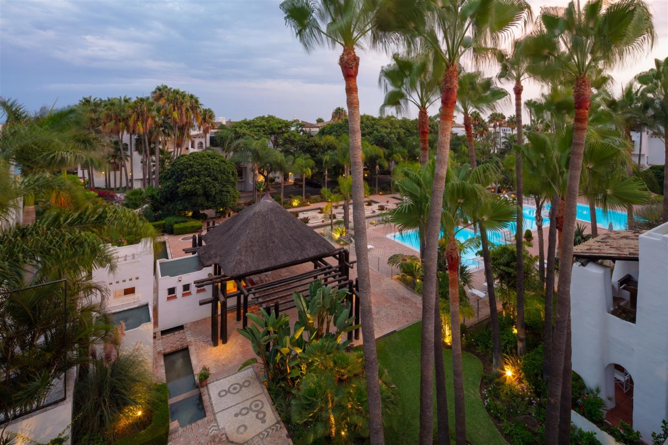 Exclusive Beachside Marbella Golden Mile Apartment (32) (Large)