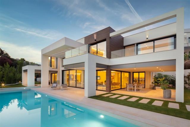 Villa for Sale - 3.295.000€ - Nueva Andalucía, Costa del Sol - Ref: 6030