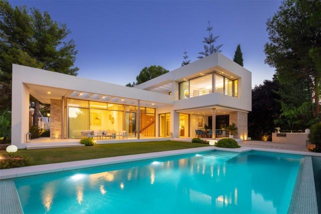 Villa for Sale - 2.250.000€ - Nueva Andalucía, Costa del Sol - Ref: 6031