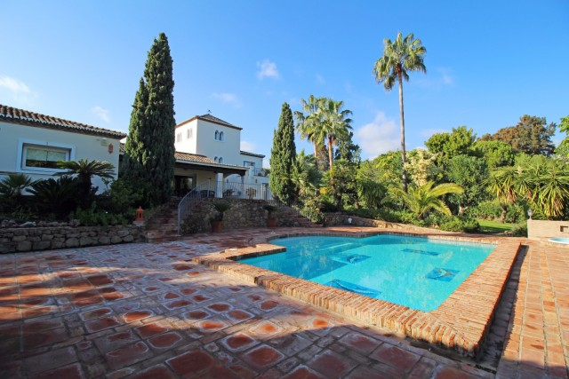 Villa for Sale - 2.400.000€ - Benahavís, Costa del Sol - Ref: 6041