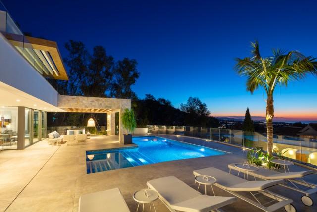 Villa for Sale - 4.200.000€ - Benahavís, Costa del Sol - Ref: 6049