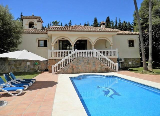 Villa for Sale - 995.000€ - Estepona, Costa del Sol - Ref: 6051