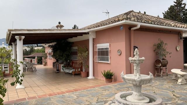 Villa for Sale - 470.000€ - East Estepona, Costa del Sol - Ref: 6062