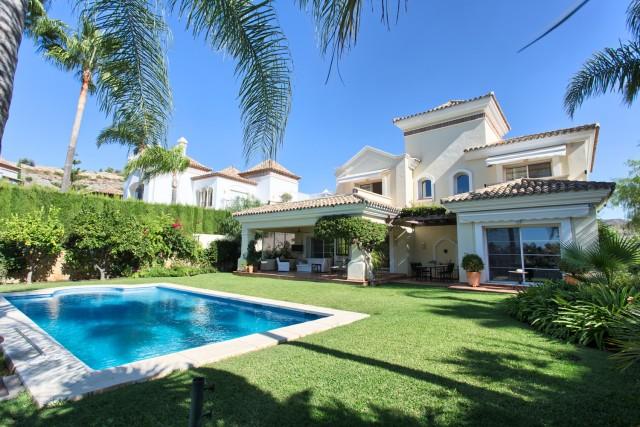 Villa for Sale - 1.750.000€ - Benahavís, Costa del Sol - Ref: 6065