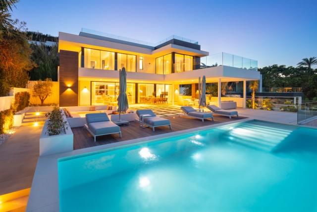 Villa for Sale - 3.695.000€ - Nueva Andalucía, Costa del Sol - Ref: 6068