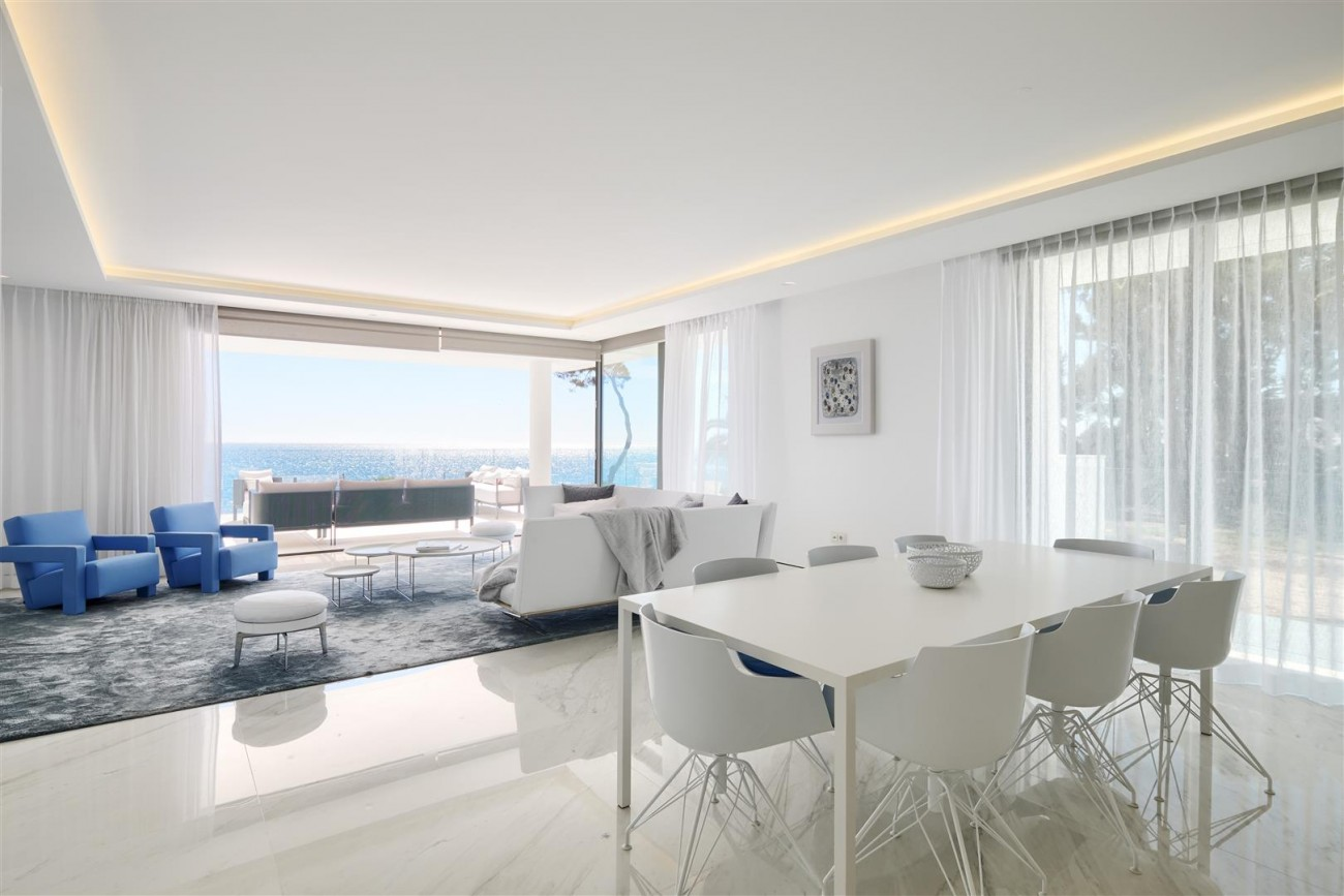 Beachfront Contemporary Apartment for sale (12) (Large)