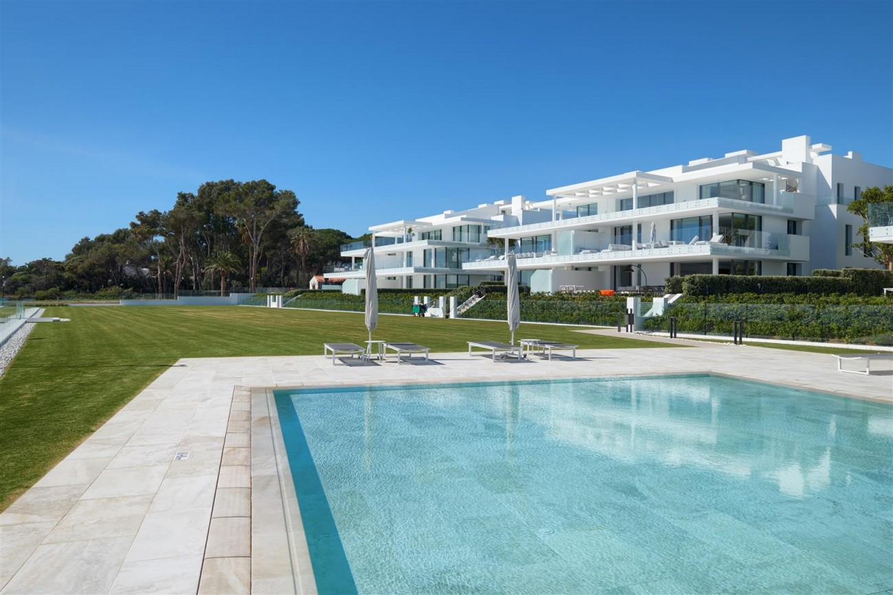 Beachfront Contemporary Apartment for sale (18) (Large)